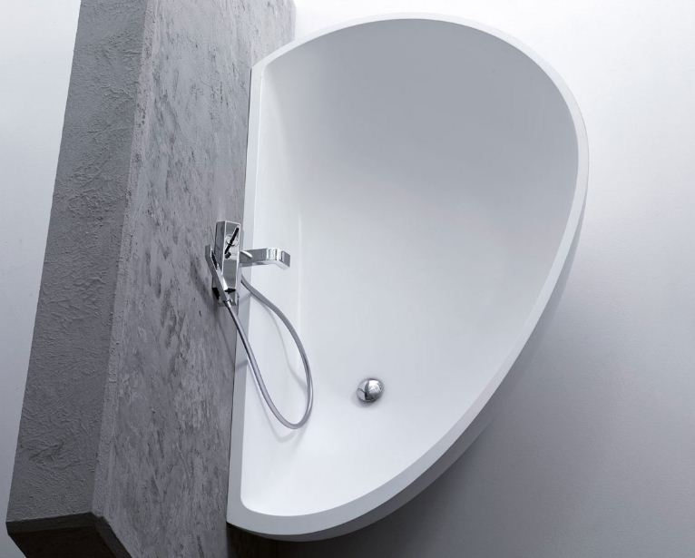 Kleine badewanne affordable lsung fr kleine bder sicheres for Kleine badewannen